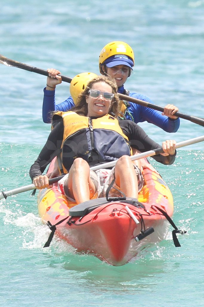 Elle MacPherson showed off her paddling skills in the ocean.