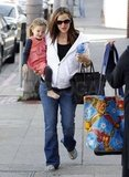 Jennifer Garner went casual as she took Seraphina Affleck along on an errand.