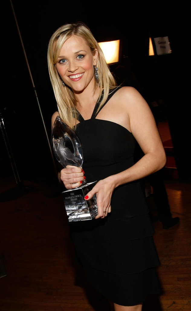 Reese Witherspoon posed with her statue in a black halter dress in 2009.