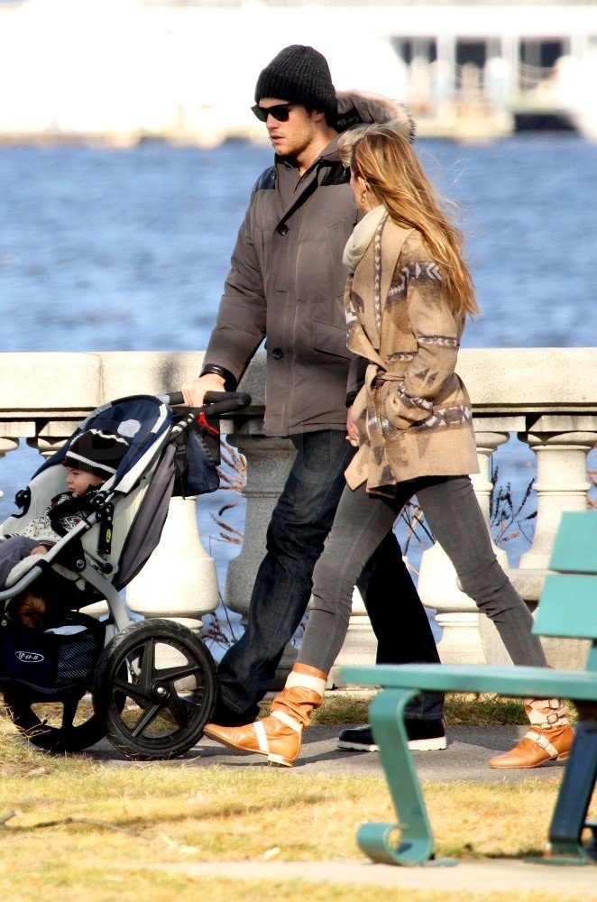 Gisele and Tom chatted during their stroll.