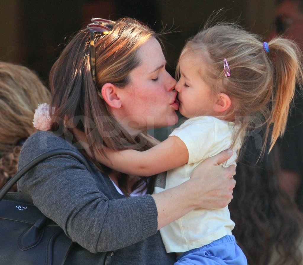 Jennifer Garner kissing Seraphina.