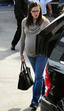 Jennifer Garner brought her groceries to her car.