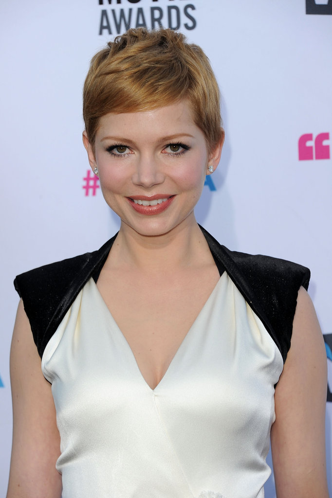 Michelle Williams had black cap sleeves on her white dress.