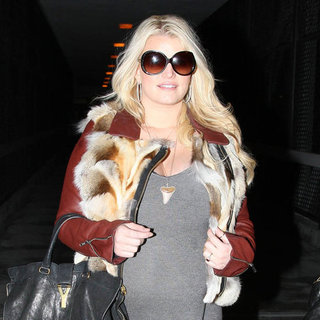Jessica Simpson Pregnant at LAX Pictures