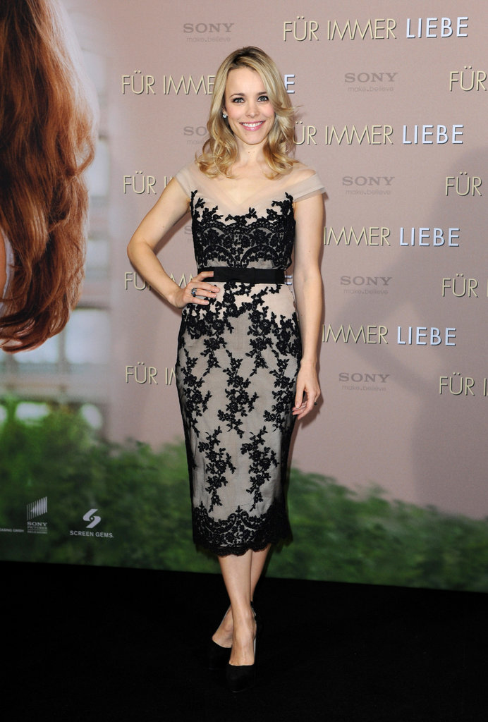 Rachel McAdams hit the black carpet for The Vow.