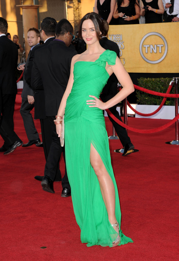 Emily Blunt in green Oscar de la Renta at the SAGs.