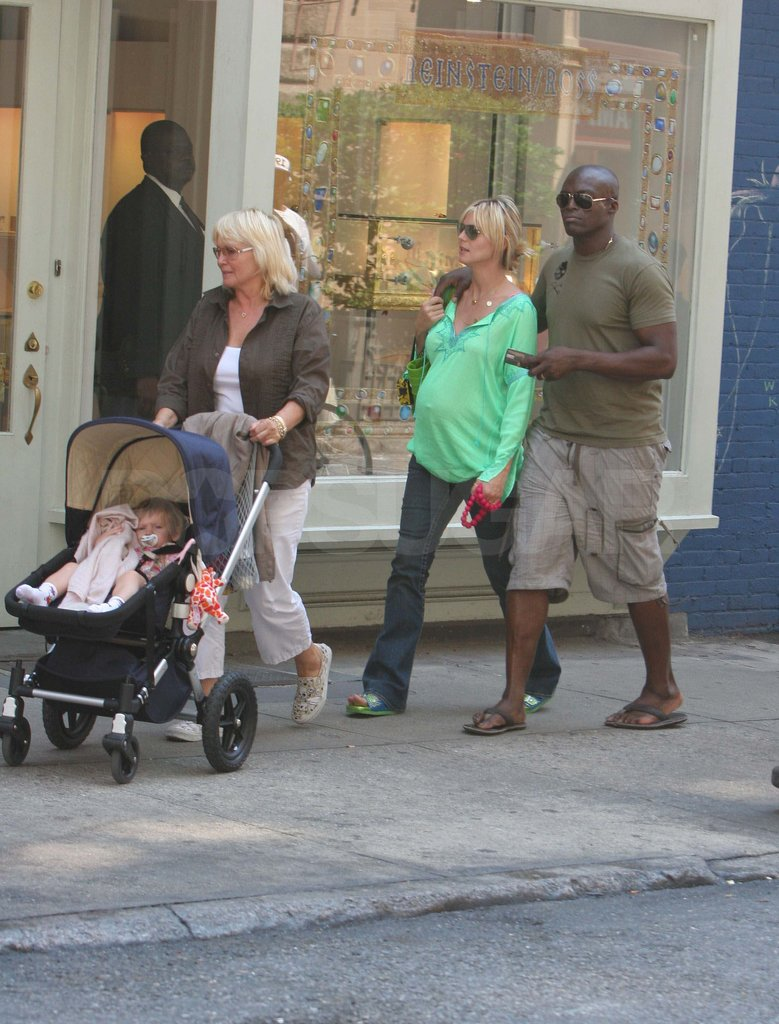 Seal and a pregnant Heidi strolled behind Heidi's mom Erma and Leni in NYC in 2005.