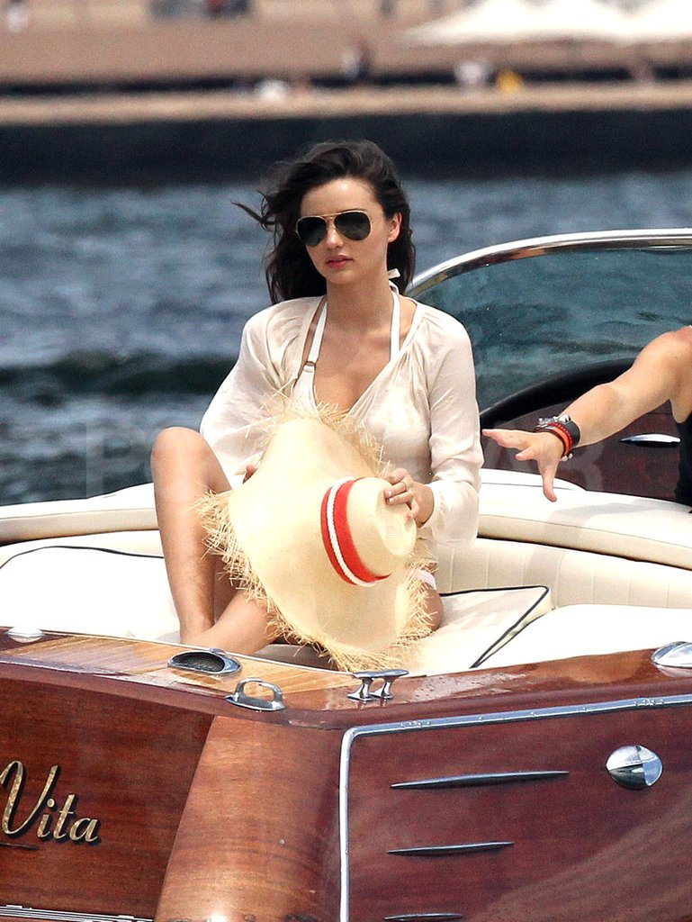 Miranda Kerr took her sun hat off.