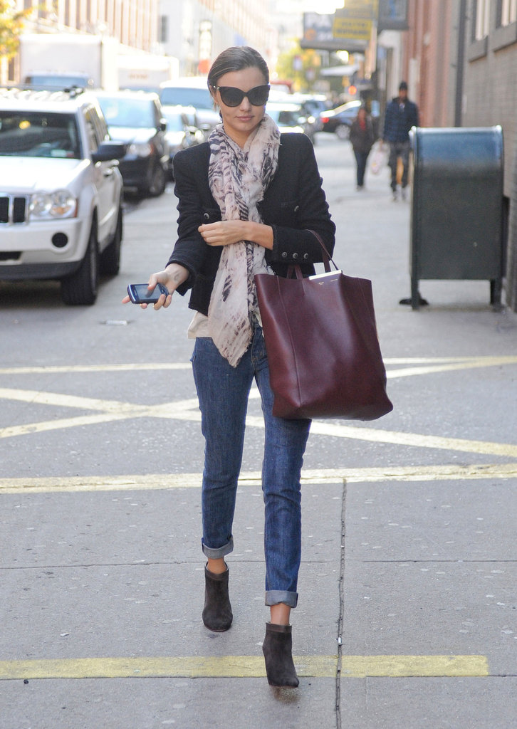 Playing off her blazer, Miranda's leather carry-all ties together jeans and booties with effortless chic.