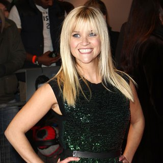 See Reese Witherspoon in Louis Vuitton Sequinned Green Dress at the London Premiere of This Means War