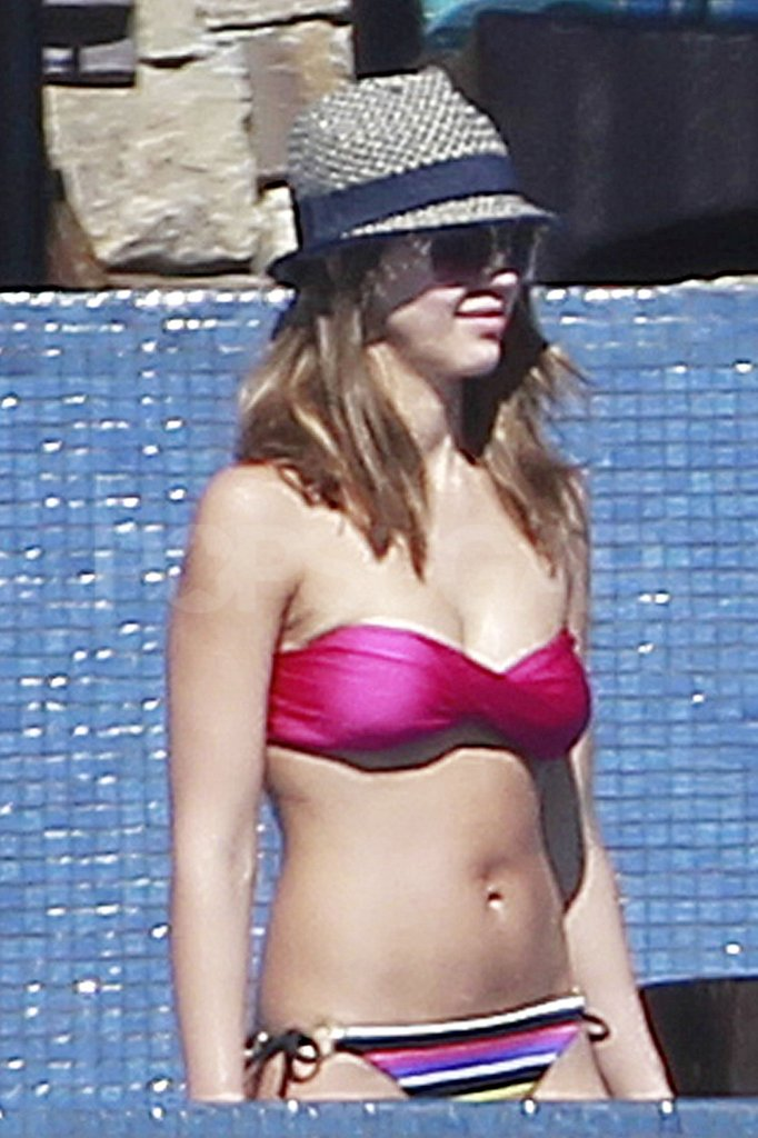 Jessica Alba took her bikini for a swim.