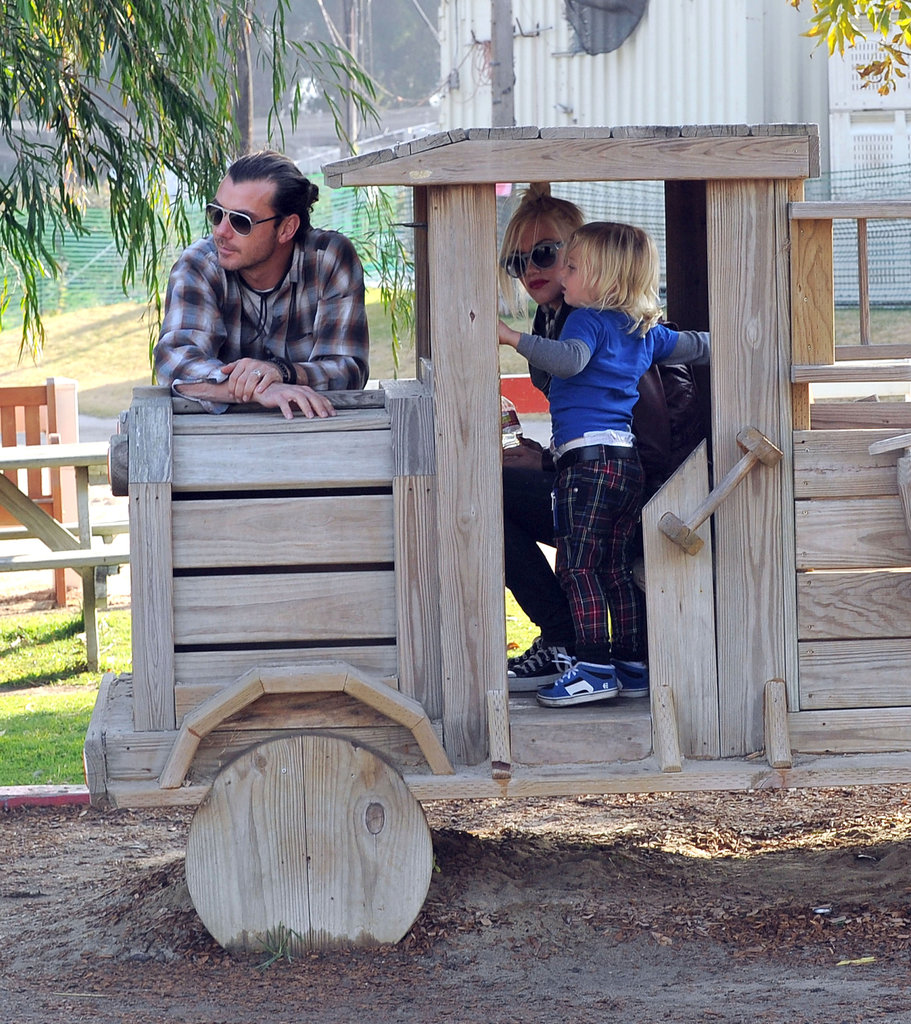 Zuma Rossdale got behind the wheel of a play truck with Gwen Stefani and Gavin Rossdale nearby.