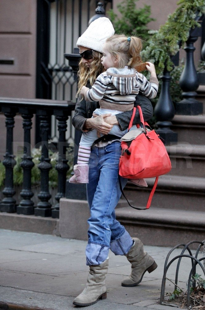 Sarah Jessica Parker carried daughter Loretta Broderick.