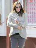 Jennifer Garner covered up her baby bump.