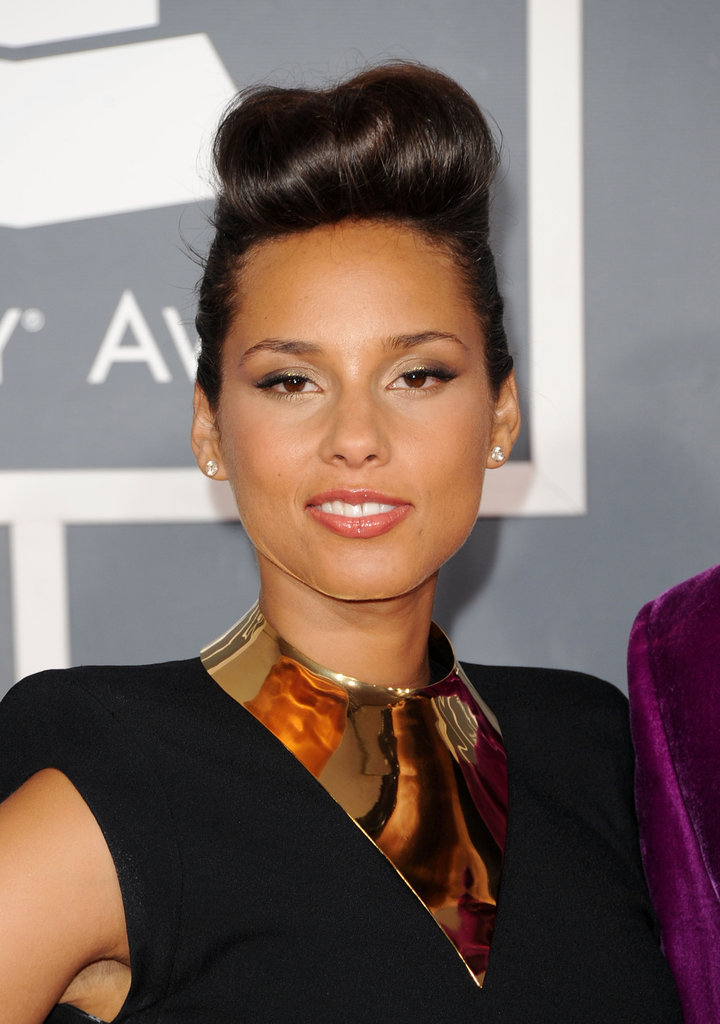 Alicia Keys hit the Grammys 2012 red carpet.