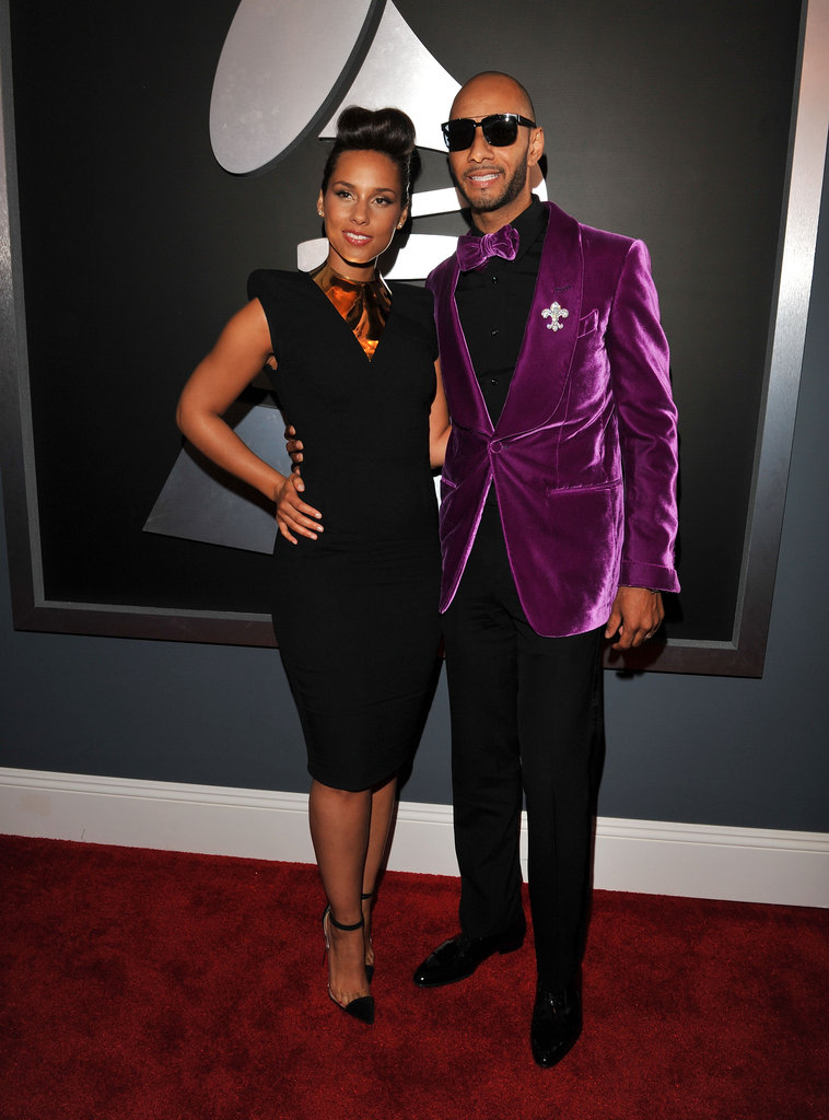 Alicia Keys and Swizz Beatz posed on the Grammys 2012 red carpet.