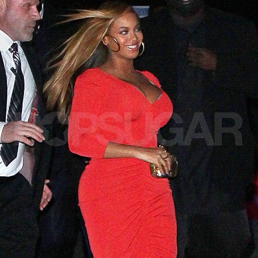 Beyonce Knowles wore a tight dress in NYC.