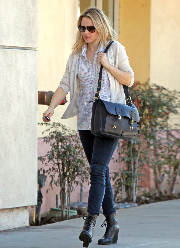 Rachel McAdams carried a large black satchel.