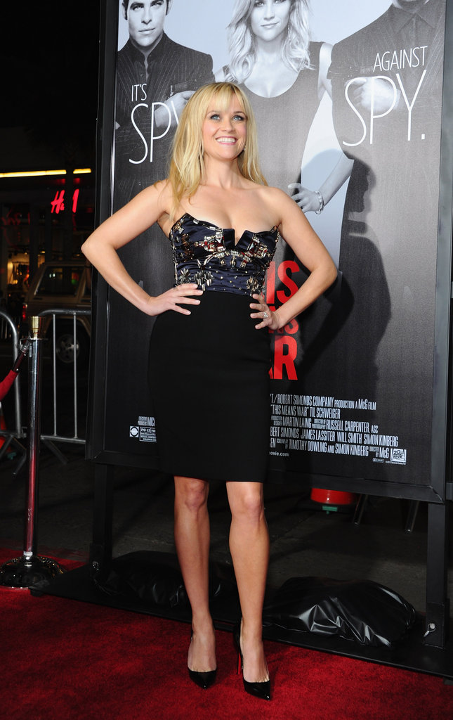 Reese Witherspoon smiled on the red carpet.