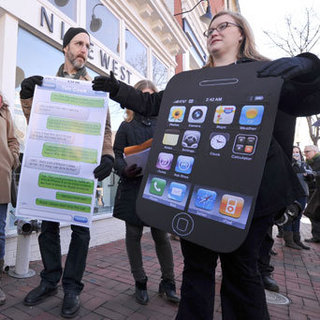 Apple Store Protests Picture