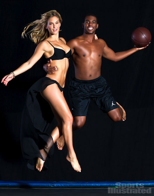 Bar Refaeli wore a bikini to pose with Chris Paul.
