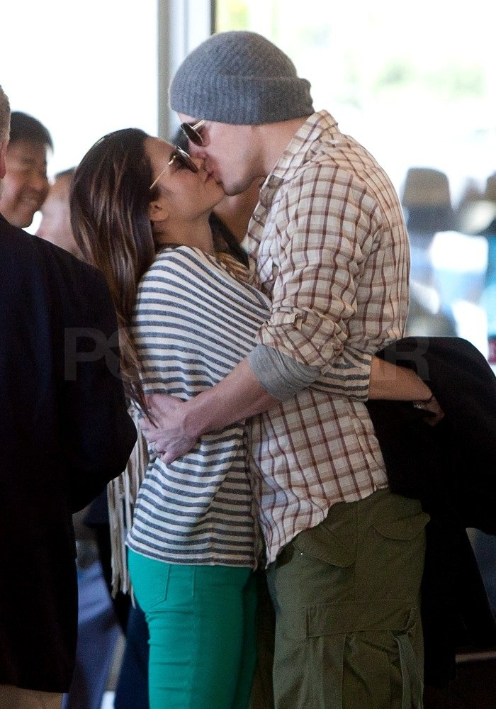 Jenna wore stripes while Channing chose a plaid shirt for their flight.