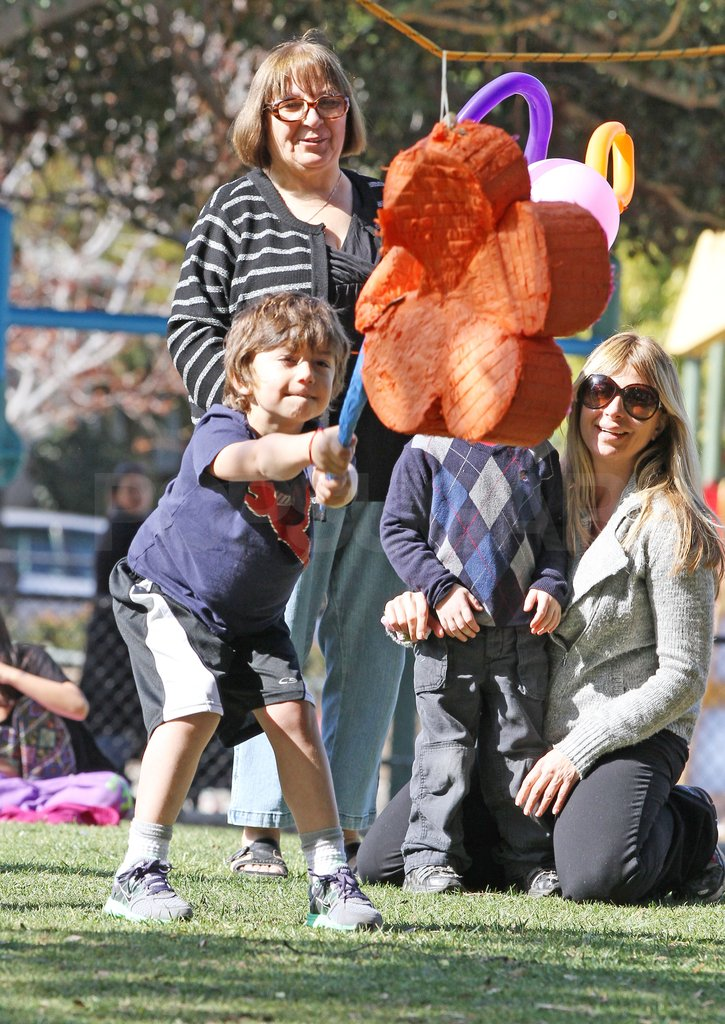 Kingston Rossdale hit a piñata.