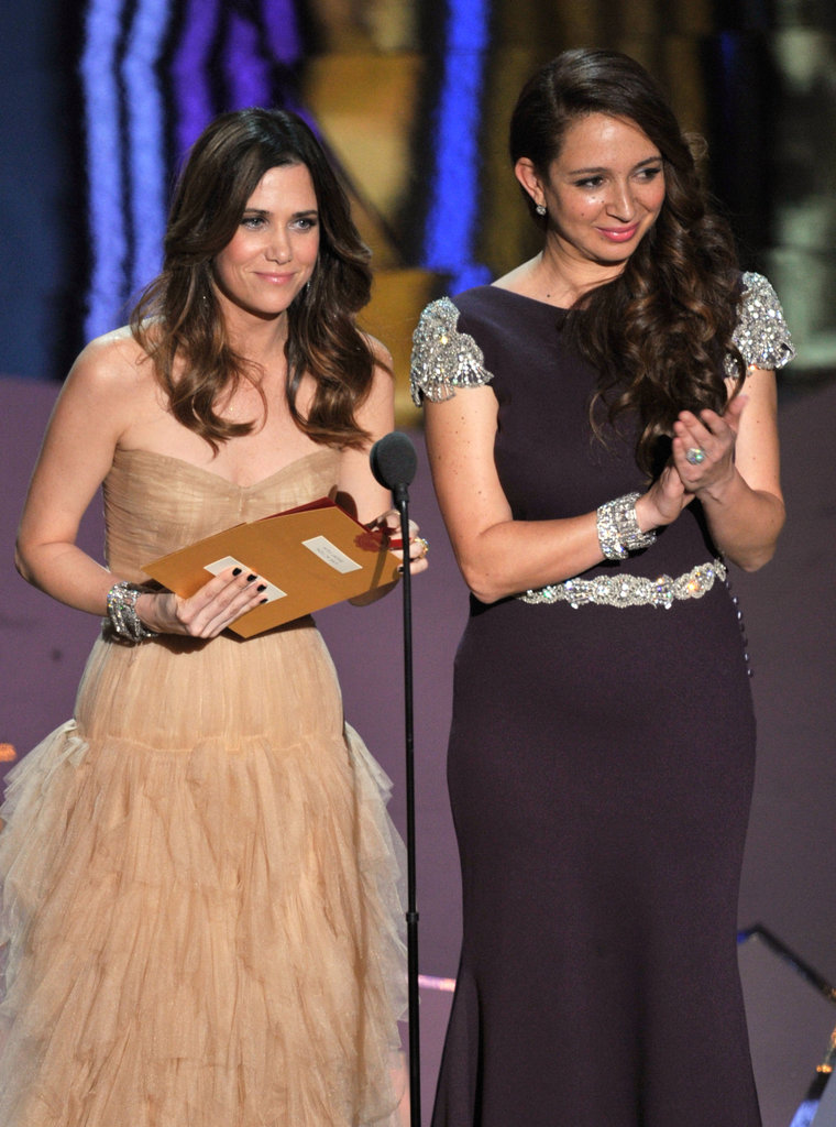 Kristen Wiig and Maya Rudolph took the stage together at the 2012 Oscars.