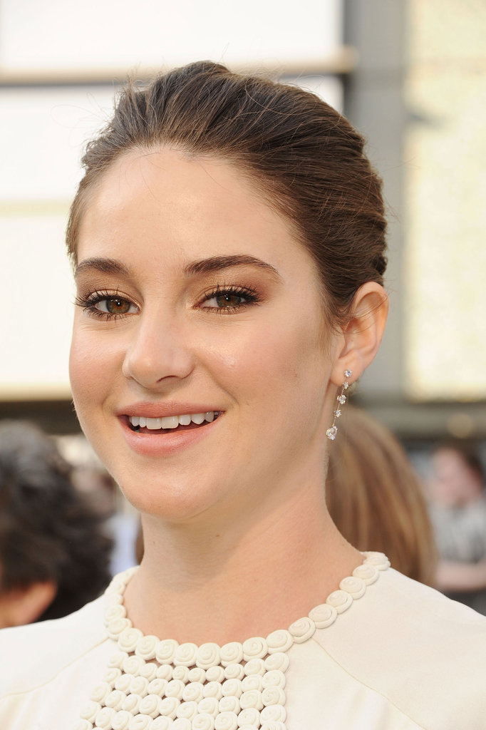 Shailene Woodley kept her accessories understated, opting for this pair of delicate Harry Winston diamond earrings.
