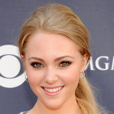 AnnaSophia Robb Cast as Carrie Bradshaw in Carrie Diaries