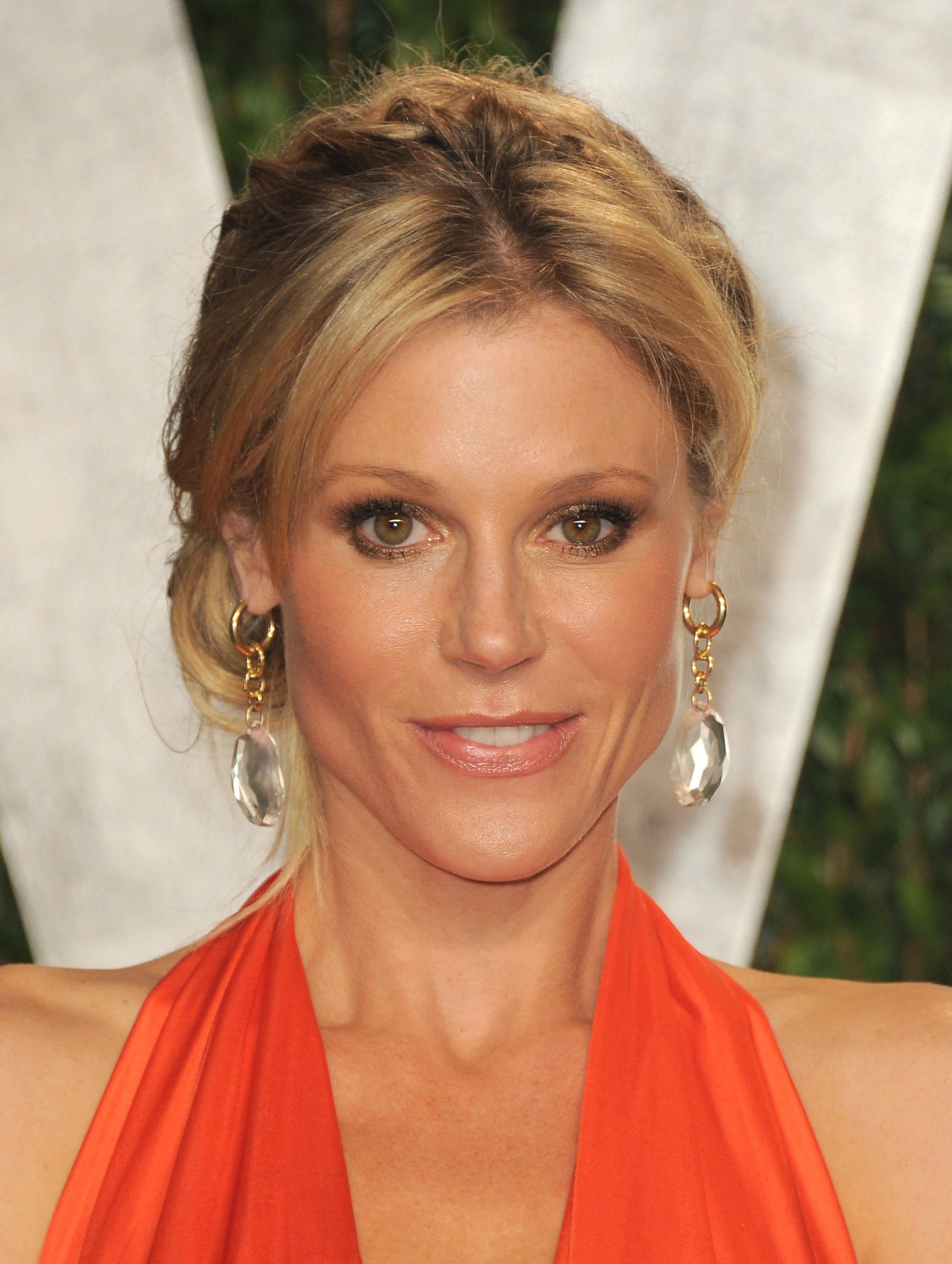 Julie Bowen up close at the Vanity Fair Oscar party.