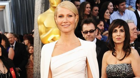 Video: Gwyneth Paltrow's Easy Oscar Gown Search and Mom's Night Off