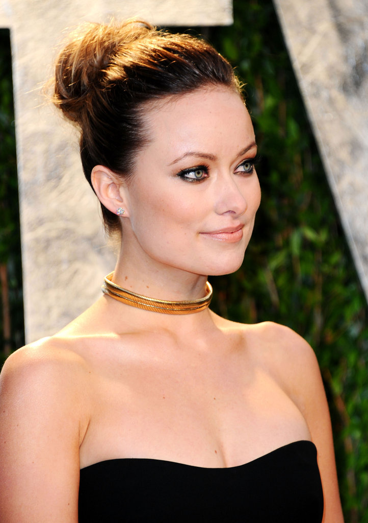 olivia wilde  plemented her slick gucci look gold choker