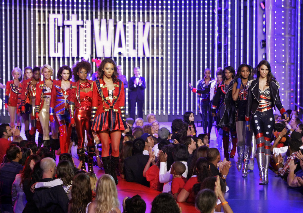 Sophie, Catherine, Alisha, Louise, Ashley, Annalaise, Jasmia, Azmarie, Laura, Seymone, Eboni, and Mariah on America's Next Top Model.  Photo courtesy of The CW