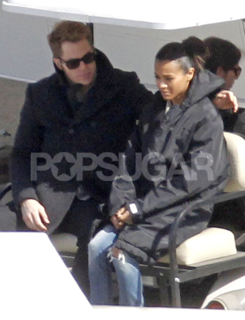 Chris Pine put an arm around Zoe Saldana.
