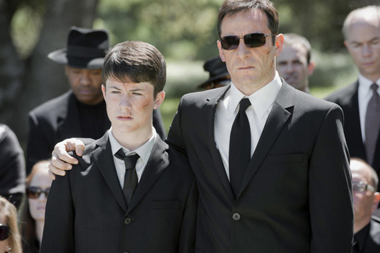 Dylan Minnette as Rex and Jason Isaacs as Michael Britten in Awake.