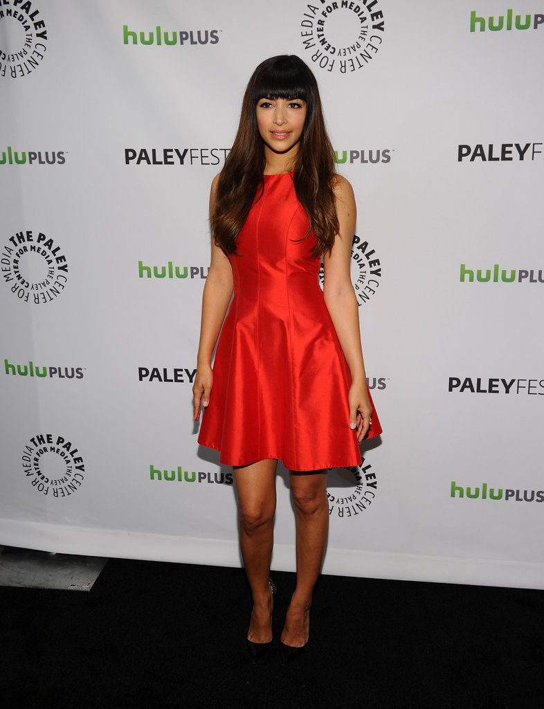 Hannah Simone posed for photos before the panel.