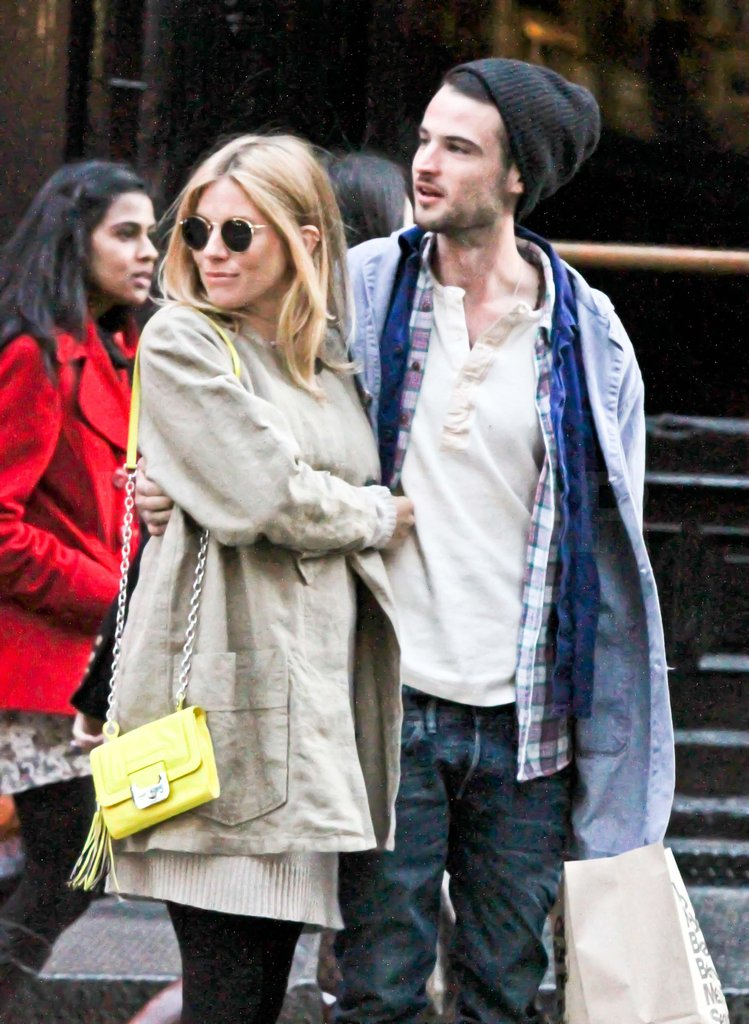 Pregnant Sienna Miller with Tom Sturridge in NYC.