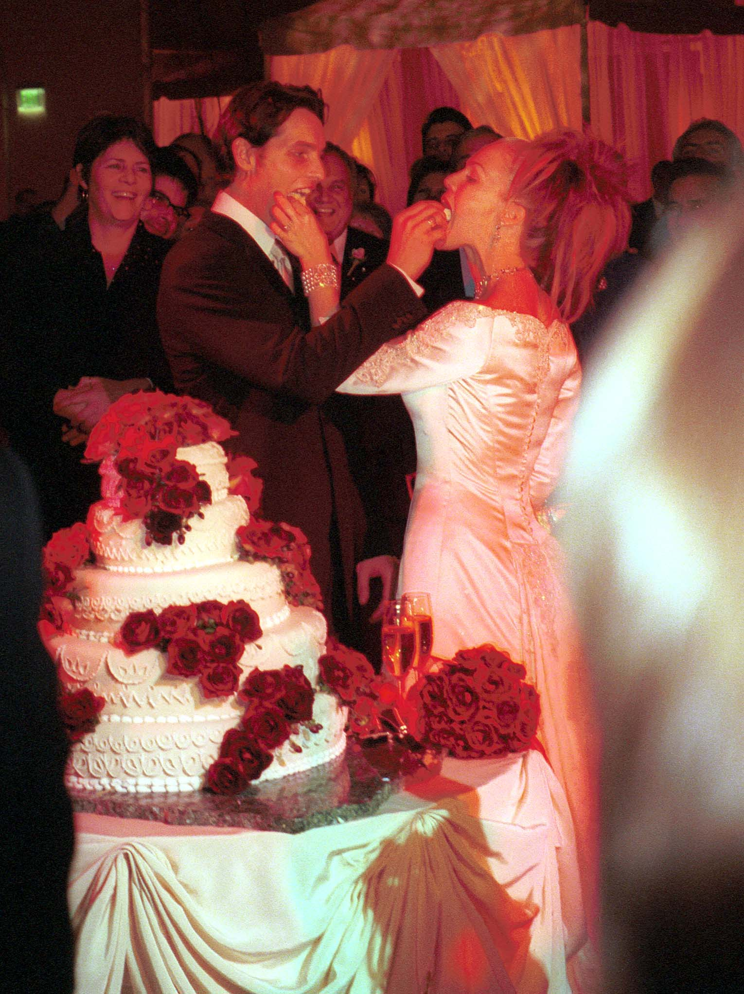 Peter Facinelli and Jennie Garth fed each other cake on ...