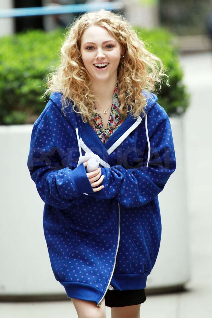 AnnaSophia Robb bundled up in an oversized sweatshirt on the set of The Carrie Diaries.