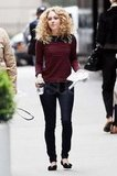 AnnaSophia Robb grabbed something to eat while shooting The Carrie Diaries in NYC.