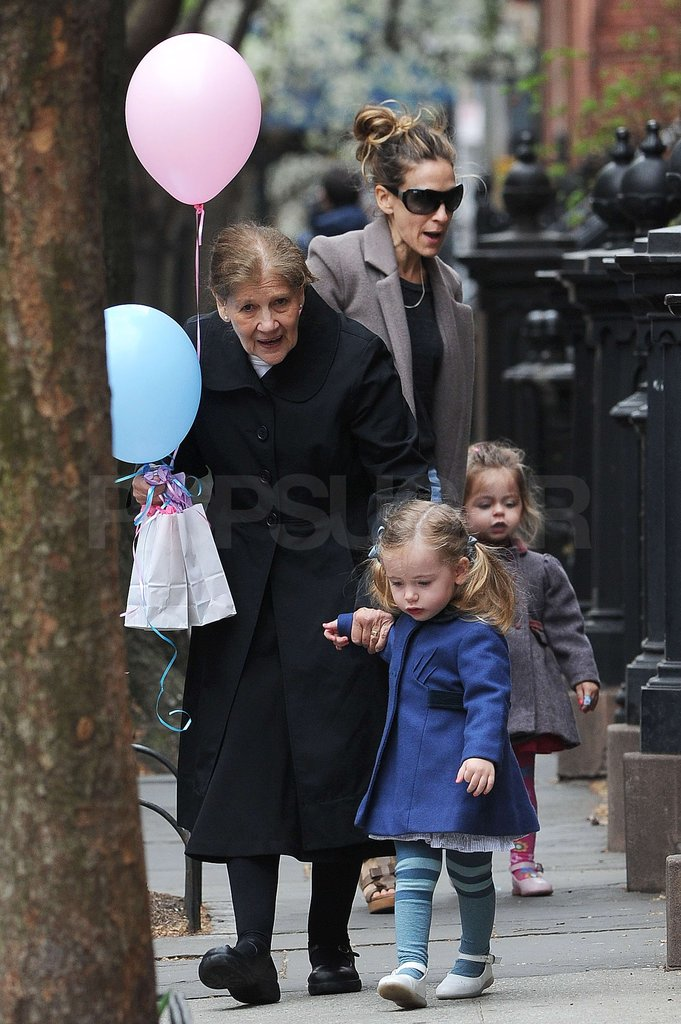 Sarah Jessica Parker, Loretta Broderick, and Tabitha Broderick walked in NYC on SJP's birthday.