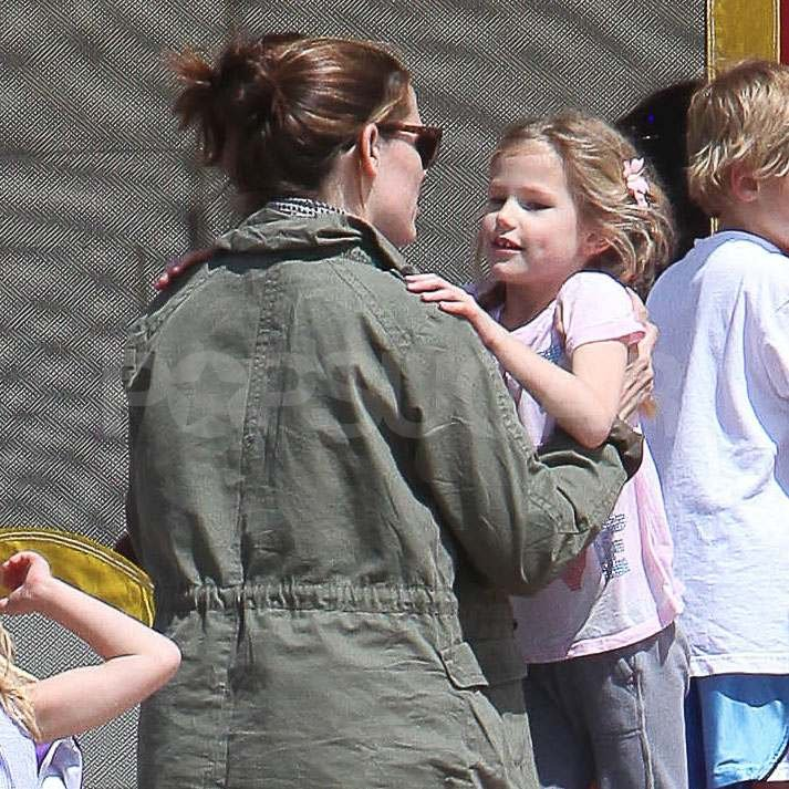 Jennifer Garner on the beach with Violet.