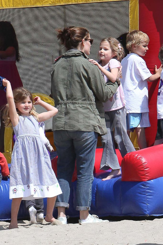 Jennifer Garner with Violet at a birthday party.
