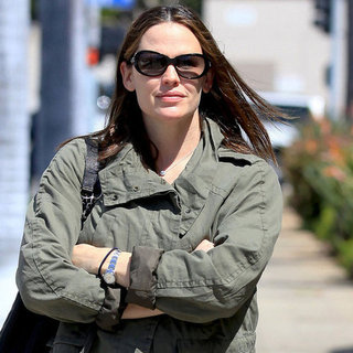 Jennifer Garner New Mom Nail Salon Pictures