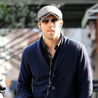Ryan Reynolds in a Newsboy Cap in NYC Pictures
