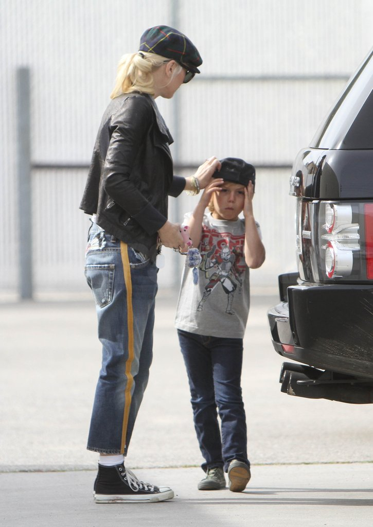 Gwen Stefani helped Kingston Rossdale adjust his hat while heading to gym class.
