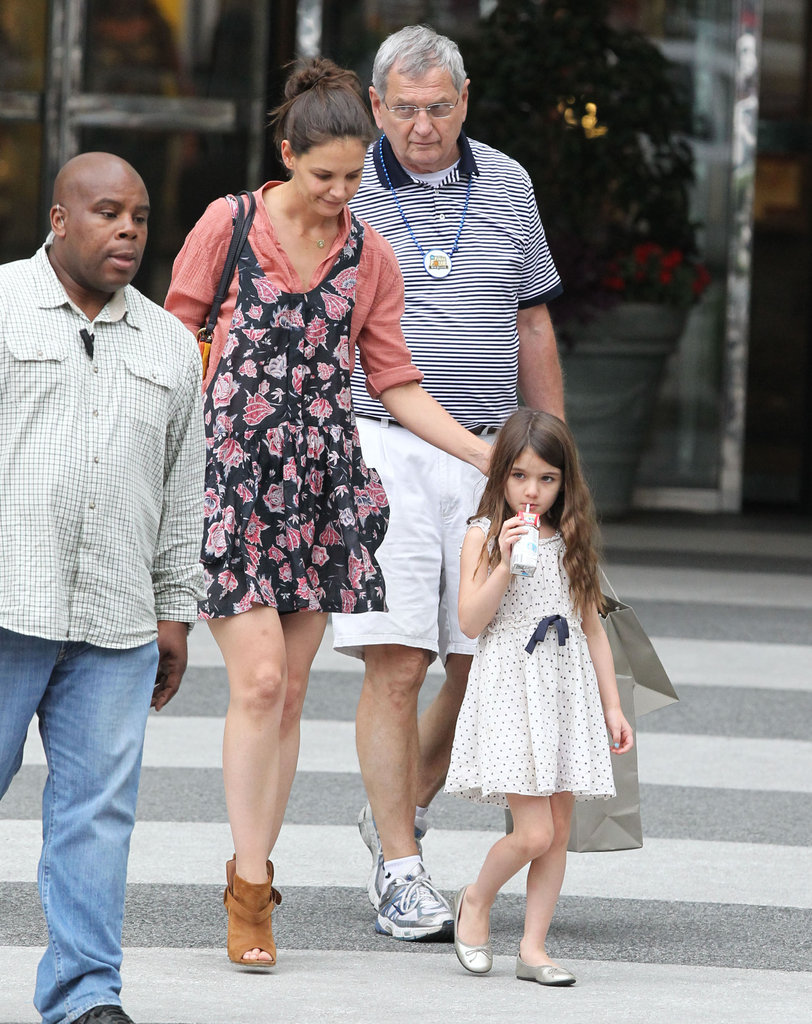 Katie Holmes and Suri walked around Baton Rouge.