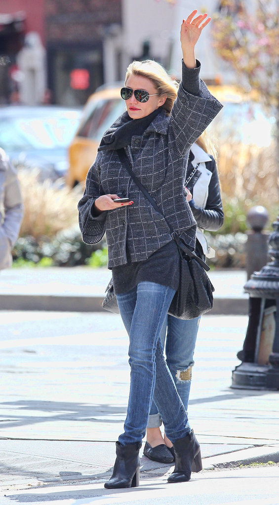 Cameron Diaz walked around the West Village trying to hail a taxi.