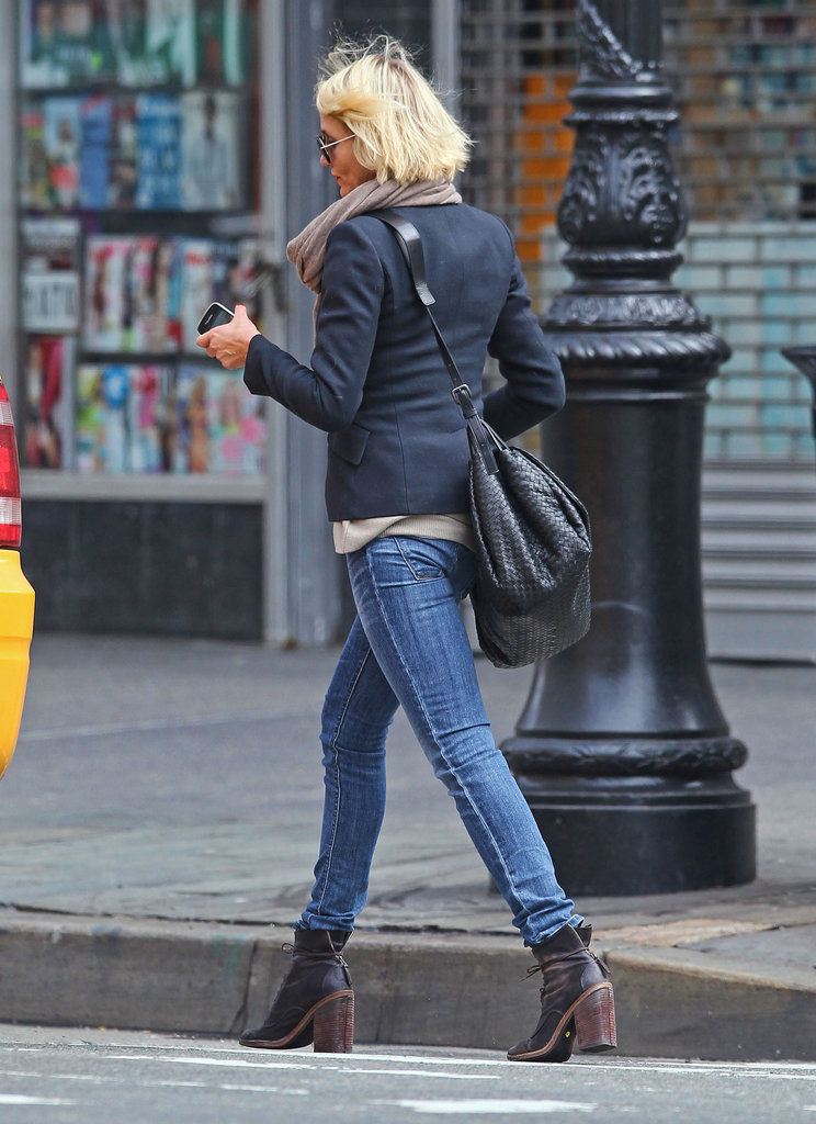 Cameron Diaz got into a taxi in NYC.